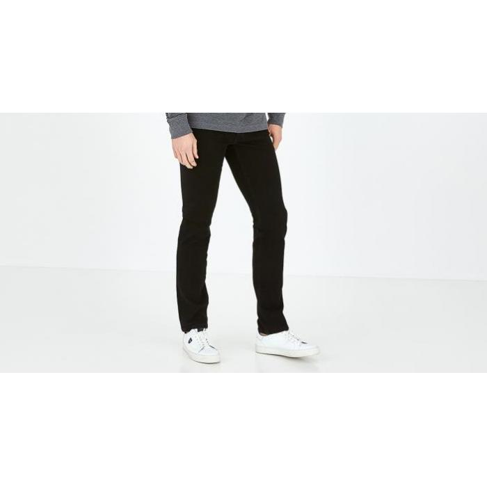 Jean noir slim fit en coton stretch.